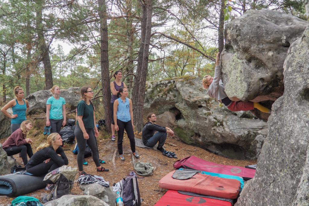 Bouldering Guide Sandra Jonsson showing her beta