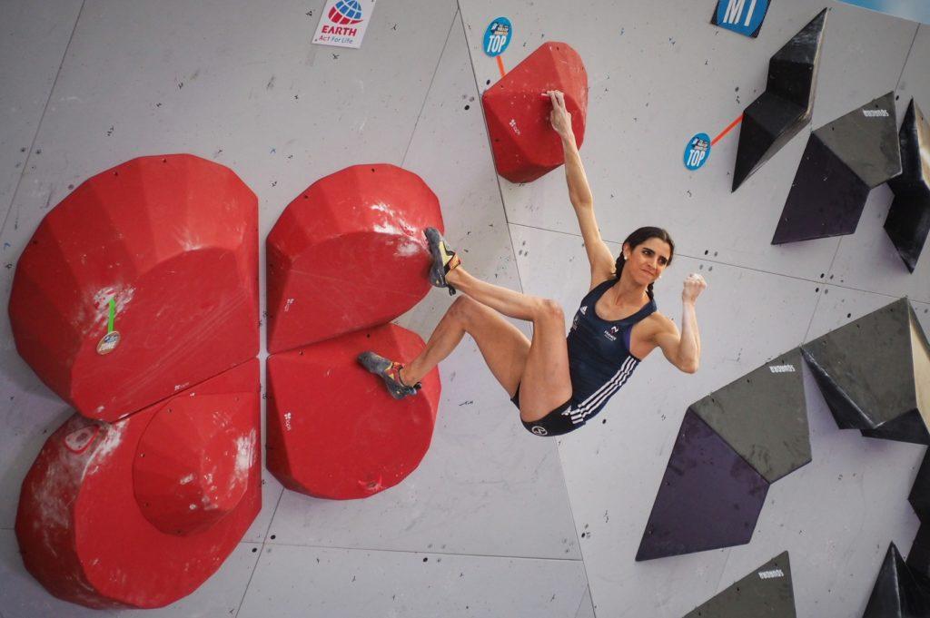 Fanny Gibert beim Boulder Worldcup in München 2019